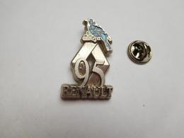 Beau Pin's En Relief , Auto Renault 95 , Oiseau Bleu - Renault