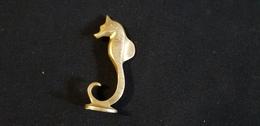 Objet Sujet Animalier Poisson Hippocampe ( Cheval De Mer ) En Métal Bronze - Bronces