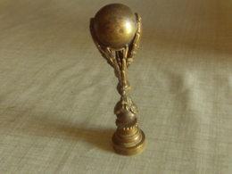 JOLIE BRONZE ANCIEN SCEAU OU AUTRE TRES BON ETAT  8.5 CM - Bronzes