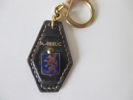 Porte Clé Ancien Blason Saint-Brieuc Cuir Et Métal émaillé - Key-rings