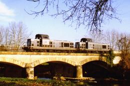 Maubourguet (65 - France)  Décembre 1994 - Une UM De BB 66000 En Provenance De Riscle Franchit L'Echez - Maubourguet