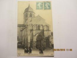 """Cpa BELLENAVES (03) L'église """"sortie De Messe"""" - Frankreich"""