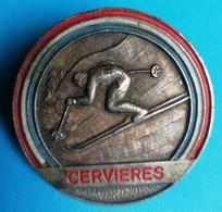 Rare Insigne école De Ski Français Cervières Format 3.4 Cm - Insignes & Rubans