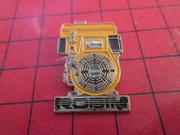 718c Pins Pin's / Rare & Belle Qualité / THEME MARQUES : TRUC A IDENTIFIER DE MARQUE ROBIN - Marques