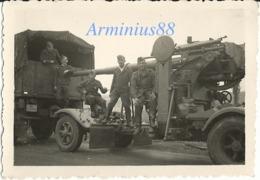 Luftwaffe - Canon De 88 Mm - 8,8-cm-FlaK 18 - Remorqué Derrière Un Camion (Lkw) - Guerre, Militaire