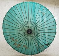 CANNE OMBRELLE PLIABLE - JAPONISANTE - SOIE BRODEE - DEBUT XX° SIECLE - HAUTEUR : 87 Cm - BOIS - Ombrelles, Parapluies