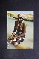 AFRIQUE - Carte Postale D'un Femme Dans La Rivière - L 29133 - Cartes Postales