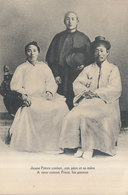 JEUNE PRETRE COREEN AVEC SON PERE ET SA MERE  ///  REF MAI 19 .  N° 8634 - Corée Du Sud