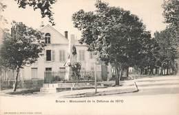 45 Briare Monument De La Défense De 1870 - Briare