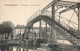10 Pont Sur Seine La Passerelle Le Pont Levis Cpa Carte Animée Hotel De La Gare - France