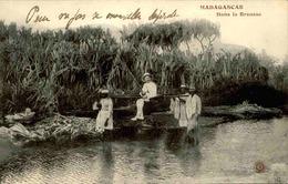 MADAGASCAR - Carte Postale - Dans La Brousse ( Chaise à Porteurs ) - L 29210 - Madagascar