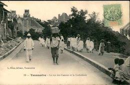MADAGASCAR - Carte Postale - Tananarive - La Rue Des Canons Et La Cathédrale - L 29220 - Madagascar