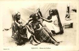 DJIBOUTI - Carte Postale - Séance De Coiffure - L 29234 - Gibuti