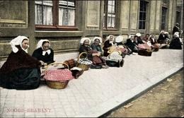 Cp Noord Brabant, Frauen In Tracht Mit Körben Auf Dem Gehweg - Autres