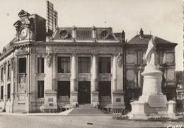SAUMUR - CPSM : Place Dupetit Thouars Et Hôtel Des P.T.T. - Saumur