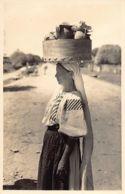 Romania - La Targ - Tragu-Jiu - Woman Back From The Market - REAL PHOTO Publ. J. Fischer. - Romania