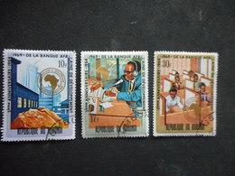 """3 Timbres REPUBLIQUE BURUNDI """"BANQUE"""" 1964 - 1962-69: Oblitérés"""