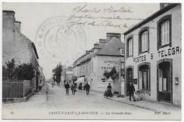 CPA 50 SAINT VAAST LA HOUGUE   LA GRANDE RUE ** POSTES ET TELEGRAPHES ** - Saint Vaast La Hougue