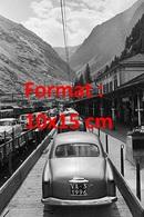 Reproduction D'une Photographie Ancienned'un Train En Suisse Transportant Des Automobiles Dont Des Alfa Romeo - Reproductions