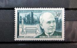 FRANCE 1956 N°1058 ** (SAVANTS ET INVENTEURS 2ÈME SÉRIE. PAUL SABATIER. LA CATALYSE. 30F VERT-NOIR ET VERT-BLEU) - Unused Stamps