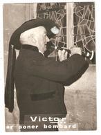 """Carte Photo 29 PLOUDALMEZEAU VICTOR """" Ar Soner Bombard """" Joueur De Bombarde - Autographe Au Dos - Ploudalmézeau"""