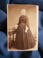 Photo CDV Thiebault à Paris - Second Empire Femme En Pied à La Coiffe Circa 1865 L442 - Photos
