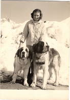 Photo Ancienne ( Des Années  50 ) : Sestrière , Jeune Fille Avec Chien Saint Bernard - Photos