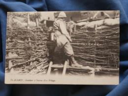 Guerre 1914  En Alsace  Guetteur à L'entrée D'un Village - R288 - Oorlog 1914-18