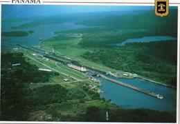 Canal De Panamà - Barco Atravesando Esclusa De Miraflores - Panama