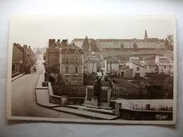 Carte Postale Montmorillon (86) Pont Neuf - Petit Séminaire ( Petit Format Noir Et Blanc Non Circulée ) - Montmorillon