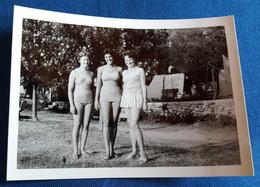 Altes PIN-UP Photo > Hübsche Junge Frauen Auf Dem Zeltplatz > Young Women / Jeune Femmes (ph3) - Pin-Ups