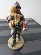 FIGURINE METAL LOURD PEINT - ITALIE SAN GIULIANO 2003 POMPIER EN TENUE DE FEU - Firemen