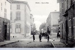 ETAIN  -  Rue De Metz  -  Animation - Etain