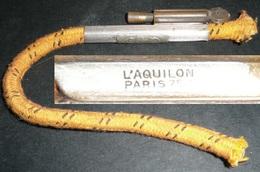 Rare Ancien Briquet à Amadou L'AQUILON Paris, Plaque Ministère Des Finances - Autres