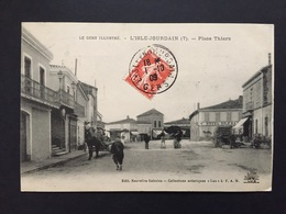 CPA GERS L'ISLE-JOURDAIN PLACE THIERS - Frankreich
