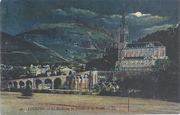 LOURDES . LA BASILIQUE , LES PISCINES ET LA GROTTE . 1 COIN TALE . AFFR AU VERSO LE 6-7-8- 2 SCANES - Lourdes
