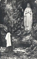 Cpsm Format Cpa. LOURDES . APPARITION DE LA SAINTE VIERGE A BERNADETTE . AFFR AU VERSO EN 1962 . 2 SCANES - Lourdes