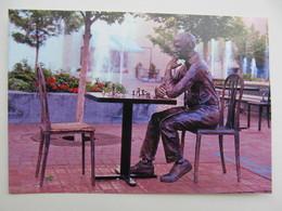 Monument Man At Chess Table In Oregon USA - Schach  - Ajedrez - Echecs - Echecs