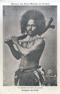 ILES FIDJI / GUERRIER EN TENUE DE PARADE / Pli Angle      ///  REF MAI 19 .  N° 8659 - Fiji