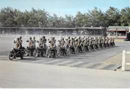 ** Lot De 2 Cartes ** GENDARMERIE - BRIGADE MOTORISEE DE SAUMUR (49)  Carrousel Motocyclsite - CPSM GF - Maine Loire - Spectacle