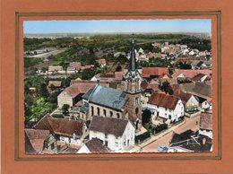 CPSM Dentelée - MUTTERSHOLTZ (67) - Vue Aérienne Du Quartier De L'Eglise Catholique Dans Les Années 60 - Carte Colorisée - France