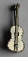Ancienne Broche Guitare En Métal - Broches
