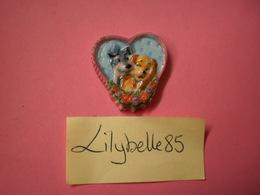 Feve Disney Ancienne En Porcelaine - COEUR CHIENS AMOUREUX - Serie LA BELLE ET LE CLOCHARD 2001 ( Figurine Miniature ) - Disney