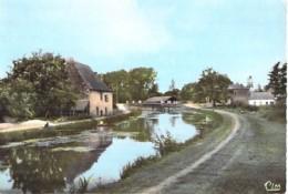 35 - TINTENIAC : Vue Du Canal Et Du Pont - CPSM Dentelée Colorisée Grand Format - Ille Et Vilaine - Autres Communes