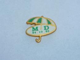 Pin's PARAPLUIE M.D., Signe COINDEROUX - Pin
