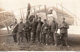 Très Rare Photo Carte Groupe Aviateurs ,mécanos,ravitailleurs Base De Chartres Devant Avion - 1914-18
