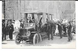 Cpa Lourdes - Automobiles Portant Les Malades . - Lourdes