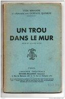 """THÉÂTRE . """" UN TROU DANS LE MUR """" . YVES MIRANDE AVEC GUSTAVE QUINSON . PIÈCE EN QUATRE ACTES - Réf. N°150L - - Theatre"""