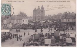 27 Eure -  LE NEUBOURG - La Place Un Jour De Marché Partie Ouest - Marchés