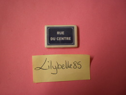 Feve Perso Artisanale PLAQUE DE RUE - RUE DU CENTRE - CLAMECY ( Feves Figurine Miniature ) - Non Classés